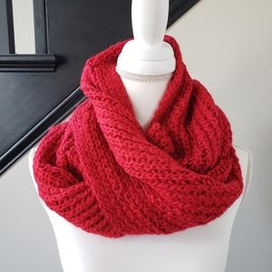 Isaac Mizrahi Live red infinity scarf soft acrylic